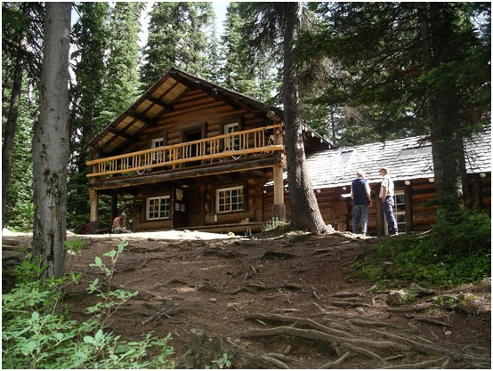 twin-falls-tea-house-is-located-in-the-yoho-valley
