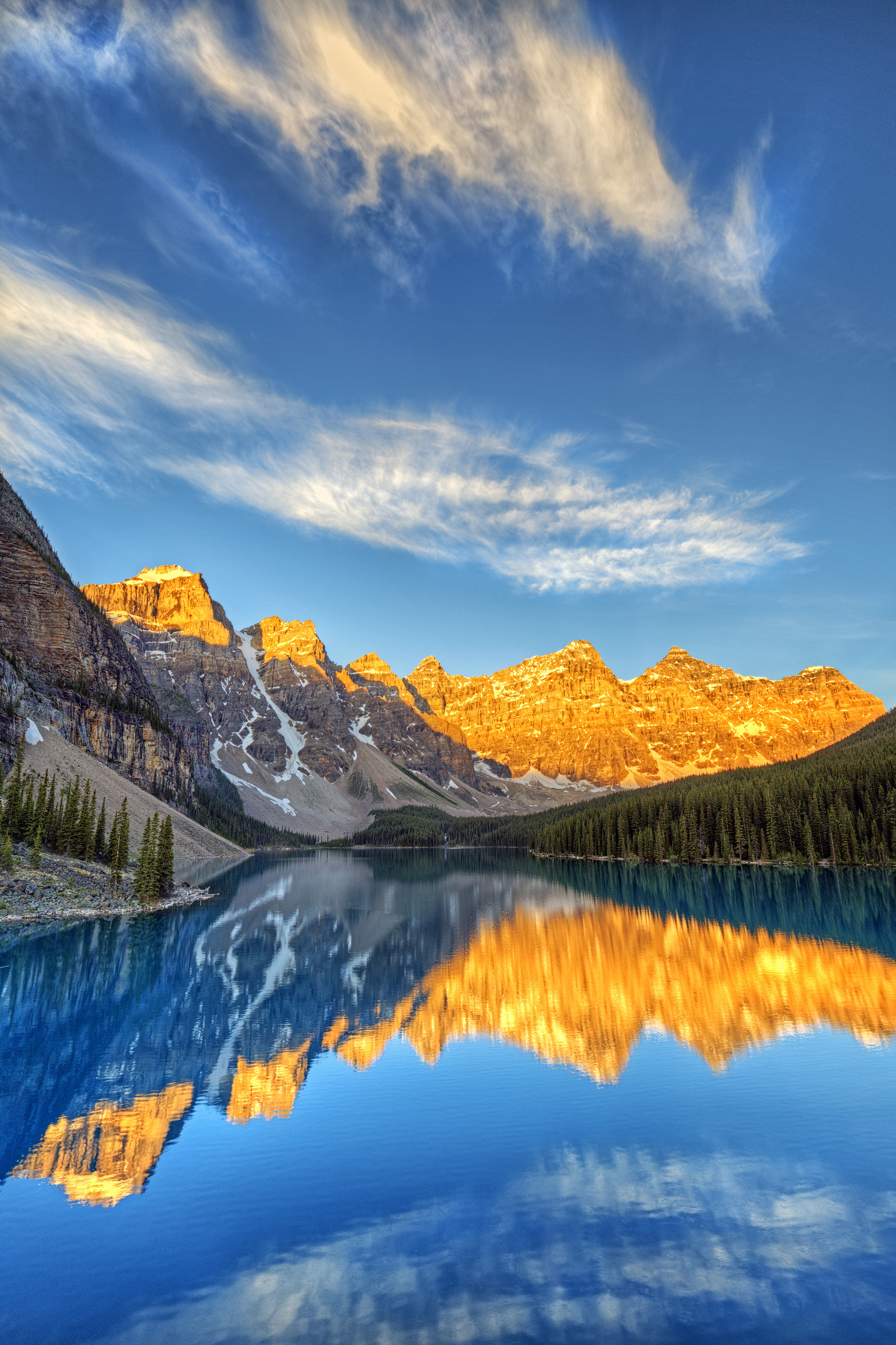 sunrise moraine lake banff national park alberta